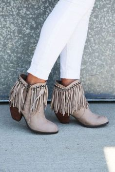 Get your fringe on with the Ayita bootie! Featuring a fringed cuff and chain detail this bootie is anything but ordinary. With an added simplistic rhinestone de Boho Fashion, Winter Fashion, Womens Fashion, Latest Fashion, Crazy Shoes, Me Too Shoes, Boots Boho, Boots Style, Over Boots