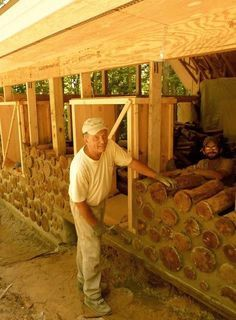 Cordwood Cabin with logs makes it energy efficient and fortress-like. This could also be used as a method for above ground foundation work instead of earth tires. Cabin Homes, Log Homes, Ideas De Cabina, Cordwood Homes, Casas Containers, Natural Homes, Earth Homes, Natural Building, Earthship