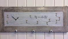 Klokke fra RossingDesign, unike klokker malt på ileggsplater fra gamle spisebord! Milk Paint, Malta, Bathroom Hooks, Diy, Painting, Malt Beer, Bricolage, Painting Art, Do It Yourself