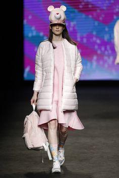 Krizia Robustella. Colección otoño-invierno 2015/2016. 080 Barcelona Mode Rose, 080 Barcelona, Vogue, Playing Dress Up, Fashion Forward, Harajuku, Runway, Winter Jackets, Pretty