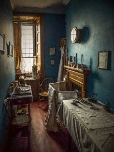 Billedresultat for Spooky room at Shibden Hall Victorian Maid, Victorian Bedroom, Victorian Life, Victorian Kitchen, Victorian Interiors, Vintage Interiors, Victorian Homes, Vintage Home Decor, Regency House
