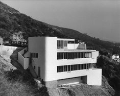 https://la.curbed.com/2010/10/11/10500440/a-look-inside-the-houses-of-julius-shulmans-long-career-part-1