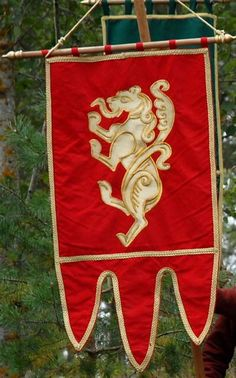 Listed as a recreation of a Novgorod princely banner. Definitely want to draw my tyger in this style.