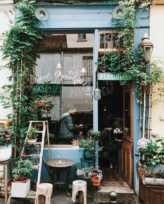 Paris Flower Shop, Song Of Style – Modern Tiny House Company, Company Cafe, Coffee Shop Design, Design Shop, Cozy Coffee Shop, Flower Shop Design, Paris Coffee Shop, Deco Design, Design Design