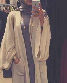 awesome IG: Black_Royalty_F Modest Fashion Hijab, Modern Hijab Fashion, Arab Fashion, Islamic Fashion, Hijab Chic, Muslim Fashion, Fashion Outfits, Modern Abaya, Fashion Ideas
