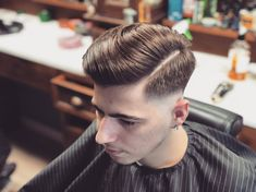 Finding The Best Short Haircuts For Men Pictures Of Short Haircuts, Great Haircuts, Best Short Haircuts, Haircuts For Men, Men's Haircuts, Classic Mens Hairstyles, Popular Mens Hairstyles, Short Hair Cuts, Short Hair Styles