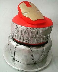 Iron man cake  https://www.instagram.com/cupcakesite/