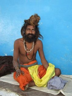 Everyday homeless wait outside this Ashram in Pushkar, India, he left enough money to feed all the homeless of this village 3 times a day.