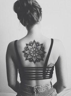 mandala rücken tattoo