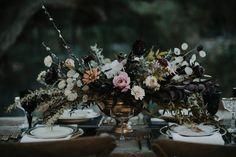 Moody floral centerpiece - gothic + Halloween wedding inspiration Fall Wedding Flowers, Autumn Wedding, Floral Wedding, Wedding Colors, Woodland Wedding, Wedding Centerpieces, Wedding Table, Wedding Day, Decor Wedding