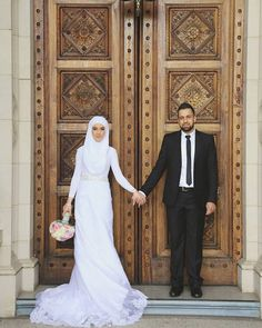 Malay Wedding Dress, Muslim Wedding Gown, Muslimah Wedding Dress, Modest Wedding Gowns, Muslim Wedding Dresses, Muslim Brides, Wedding Hijab, Muslim Couples, White Wedding Dresses