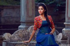 Keerthi Suresh HD Photos for free. Also get info about Keerthi Suresh Height, Weight, Wiki, Age, HD Pic.This photo gallery includes her latest photos. Salwar Designs, Blouse Designs, Dress Designs, Shrug For Dresses, Girls Dresses, Indian Dresses, Indian Outfits, Kalamkari Dresses, Party Kleidung