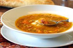 Sopa de verduras y jamón con huevo poché en Thermomix TM5. Una sopa de verduras con sabor a jamón serrano y el exquisito huevo poché. Un plato muy completo, sencillo de preparar y económico.
