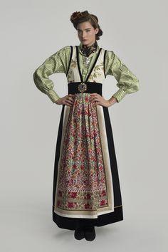 Costume Ethnique, Folk Costume, Apparel Design, Costume Design, Fashion Dresses, Dress Up, How To Wear, Clothes, Instagram