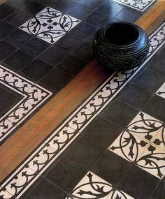 Zwart wit tegelvloer met hout | Castelo de Portugal