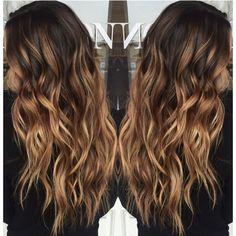 Σκέφτεσαι να αλλάξεις τα μαλλιά σου και θέλεις φυσικό αποτέλεσμα; Η έμπνευση με μπαλαγιάζ θα σε πείσει να κλείσεις ραντεβού στο κομμωτήριο.