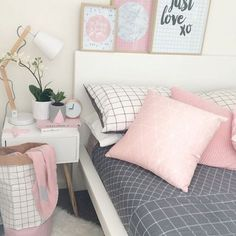 Image de pink, bedroom, and bed Pastel Bedroom Bedroom Inspo, Home Bedroom, Girls Bedroom, Pink Teen Bedrooms, Tumblr Bedroom Decor, Bedroom Ideas For Teen Girls Tumblr, Teenage Bedrooms, White Bedrooms, Bedroom Desk