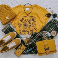 Shared by ♣~Aɭɭ Tɧҽ Lɷѵҽ~♣. Find images and videos about girl, fashion and shoes on We Heart It - the app to get lost in what you love. Retro Outfits, Cute Casual Outfits, Fall Outfits, Vintage Outfits, Summer Outfits, 5sos Outfits, Vintage Glam, Mode Vintage, Vintage Art
