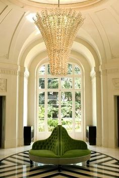 Trianon Versailles, luxe des reines et des rois ~ translated to English . Trianon Versailles, luxury queens and kings Home Decor Trends, Home Interior Design, House Design, Chandelier, Beautiful Homes, House, Trending Decor, Home, Home Decor