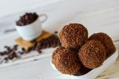 Chocolate truffles and amaretti biscuits Amaretti Biscuits, Cannoli, Chocolate Truffles, Sweet Cakes, Nutella, Dog Food Recipes, Muffin, Food And Drink, Yummy Food