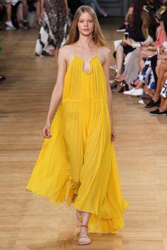 #Runway #Yellow #Model #MaxiDress #Pleated #Summer #Style #Fashion #BiographyInspiration