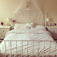 Red roses bed set/// I love this bed set except I don't think it would go with my backboard....bc mines black so