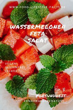 Sommerzeit ist Wassermelonen-Zeit! Und umso besser, wenn man sie in Kombination mit leckerem veganen Feta-Käse und frischer Minze isst! Einer meine aktuellen Lieblingssommersalate, super leicht und trotzdem sättigend! Feta Salat, Super, Strawberry, Fruit, Food, Summer Time, Watermelon, Lettuce Recipes, Glutenfree