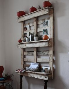 Pallet Shelves Projects Ideas for Wooden Pallet Crafts: 8 Pallet Furniture - Wood pallets are excellent material for making furniture and accent wall decorations Wooden Pallet Crafts, Diy Pallet Furniture, Wooden Diy, Furniture Ideas, Handmade Furniture, Furniture Design, Wood Furniture, Recycled Furniture, Industrial Furniture
