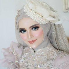 Hijabi Wedding, Wedding Bride, Wedding Gowns, Casual Hijab Outfit, Hijab Chic, Make Up Pengantin, Aloe Vera Face Mask, Fantasy Gowns, Hijab Fashion