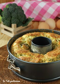 Ciambella rustica broccoli e salsiccia Italian Recipes, Vegan Recipes, Cooking Recipes, Sunny Spinach Pie Recipe, Broccoli, Tortillas Veganas, Pizza Rustica, Antipasto, Food Inspiration