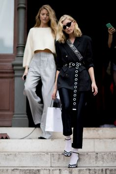 All black outfit / Street style fashion / fashion week week Street Style Trends, Street Style Outfits, Look Street Style, Spring Street Style, Street Style Looks, Mode Outfits, Street Chic, Paris Street, Fall Outfits