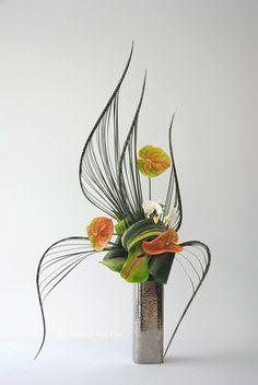 Tall Floral Arrangements, Contemporary Flower Arrangements, Creative Flower Arrangements, Ikebana Arrangements, Beautiful Flower Arrangements, Floral Centerpieces, Art Floral, Deco Floral, Arreglos Ikebana