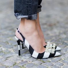 Nice black and white shoes with a glitter detail Stilettos, High Heels, Cute Shoes, Women's Shoes, Me Too Shoes, Shoe Boots, Roger Vivier Shoes, Black And White Shoes, White Pumps