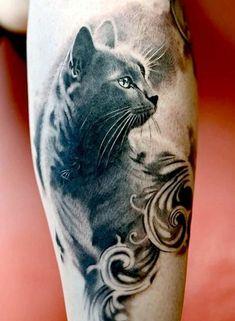 eine unserer indeen für tattoo katze hier ist eine graue katze mit langen weißen vibrissen und grünen augen