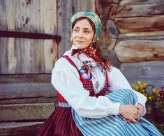 Råndastakken er ein livkjole frå Nord-Gudbrandsdalen som fyrst kom i bruk rundt Folk Costume, Costumes, Traditional Outfits, Norway, Style, Fashion, Moda, Dress Up Outfits, Fashion Styles