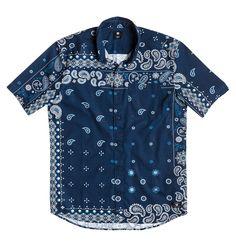 Tudor City SS Shirt - Hemd für Männer  Wir präsentieren dir das Tudor City SS Shirt von DC Shoes. Dieses Hemd ist Teil der Frühjahrskollektion 2015 und besticht mit folgenden Features: Regular Fit und Baumwollpopeline.  Merkmale:  Hemd, Regular Fit, Baumwollpopeline, Allover Paisley-Print, Brusttasche mit Knopf,  Dieses Produkt besteht aus:  100% Baumwolle,  ...