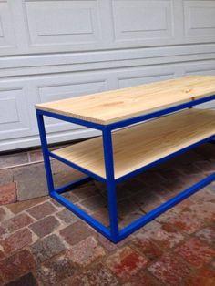 Ingeniosa mesa ratona con bloques de cemento y madera for Como decorar una mesa de madera vieja