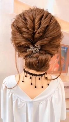 Easy Updos For Medium Hair, Easy Hairstyles For Long Hair, Girl Hairstyles, Step Hairstyle, Hairstyle Tutorials, Latest Hairstyles, Easy Elegant Hairstyles, Simple Hair Updos, Easy Upstyles For Medium Hair