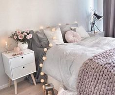 bedroom decor ideas for teens; Small and warm cozy bedroom ideas; Pink and grey bedroom;Minimalist home design. Warm Bedroom, Boho Bedroom Decor, Small Room Bedroom, Trendy Bedroom, Bedroom Colors, Bedroom Sets, Bedroom Storage, Small Bedrooms, Casa Top