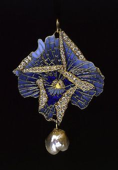 René Lalique. 1900 http://www.slideshare.net/CharlesITaylor/women-diamond-watches-beautiful-best-diamond-watches
