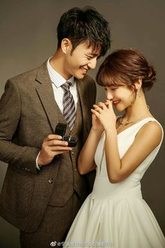 Dream Day Wedding, Foto Wedding, Pre Wedding Poses, Pre Wedding Photoshoot, Marriage Pictures, Wedding Pictures, Korean Bride, Korean Wedding Photography, Couple Photoshoot Poses