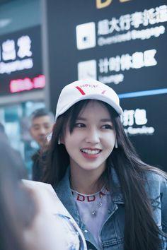 | Save = Follow Me | #Princess #NOT_SAVE_FREE Sketch Poses, Xuan Yi, Cheng Xiao, Stunning Girls, Korean Name, Cosmic Girls, Seong, Kpop Girls, Girl Group