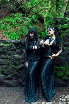 Jellyfish Jones and Ashley Co … Goth Beauty, Dark Beauty, Gothic Outfits, Gothic Dress, Beltane, Dark Fashion, Gothic Fashion, Gothic Models, Goth Women