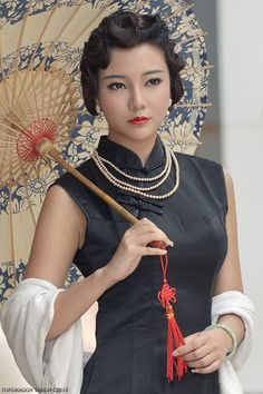 Chinese Gown, Oriental Fashion, Oriental Style, Cheongsam Dress, Asia Girl, Beautiful Asian Women, China Fashion, Chinese Style, Traditional Outfits
