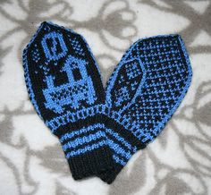 """Ravelry: """"Tuut tuut"""" said the Train pattern by Anne Tone Helle Baby Mittens, Knit Mittens, Mitten Gloves, Knitting Socks, Knitting Charts, Baby Knitting Patterns, Crochet Patterns, Crochet Baby, Knit Crochet"""