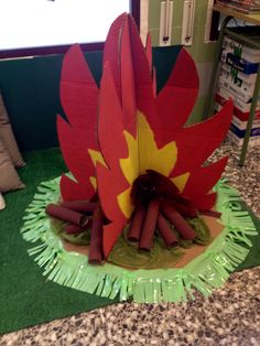 Hoguera de cartón Christmas Crafts For Kids To Make, Summer Crafts, Fall Crafts, Diy For Kids, Diy Crafts, Jungle Decorations, School Decorations, Christmas Decorations, Camping Dramatic Play