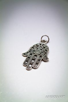 Hamza Hand charm ▲ Via Afrikraaft look www.pinterest.com/afrikraaft/ ▲ #Fashion △ #Gypsy △ #egyptian △ #Bracelets △ #Accessories △ #ancient △ #antic #gold △ #golden △ #turquoise #Stylist #Stylish✿⊱╮