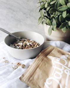 I've been on the hunt for a healthy, homemade tasting granola for ages (which is surprisingly hard to find) and the @oatbox mixes seriously take the cake. I could definitely get used to this being delivered to my door every month.