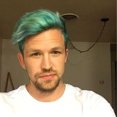 Awesome green hair color ideas for stylish men Green Hair Men, Green Hair Colors, Different Hair Colors, Blue Hair, Grey Hair, Fancy Hairstyles, Undercut Hairstyles, Boy Hairstyles, Haircuts