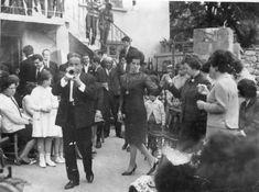 Σιάτιστα. Νυφιάτικος χορός στο πηγάδι τη Δευτέρα μετά από τον γάμο. Αρχείο Λουκά Καραμάνη.https://siatista-info.blogspot.com